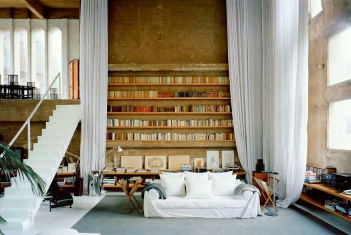 Просторная библиотека.