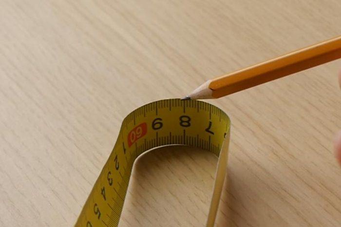 Измерение рулеткой от предмета.
