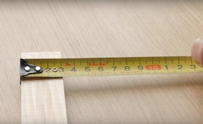 Измерение рулеткой с захватом предмета.
