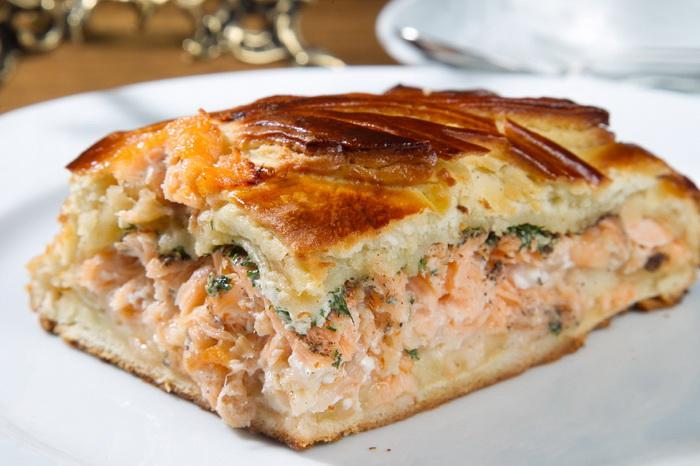 Пересоленная рыба - начинка для открытого пирога.