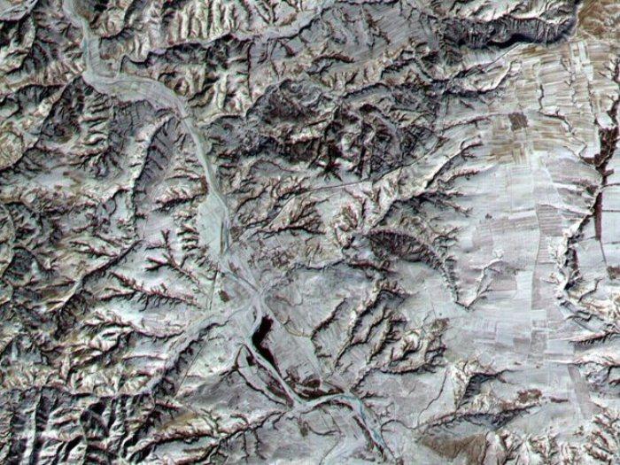 Великая Китайская стена, как и некоторые другие рукотворные объекты, видна с орбиты Земли.