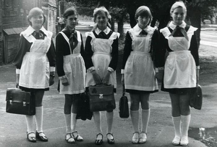 Советские школьницы.