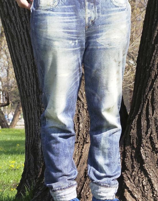 Вытянутые коленки - признак того, что вещь уже изношена.