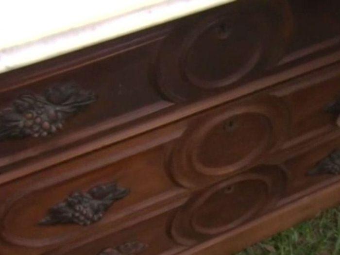Отличный деревянный комод XIX века.