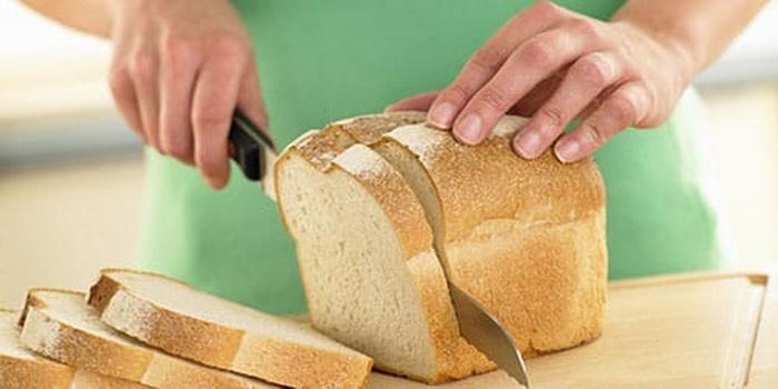 Как порезать свежий хлеб, чтобы он не крошился.