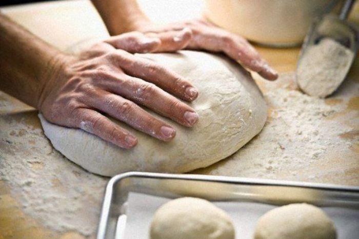 Если в тесто добавить крахмал, выпечка дольше останется свежей.