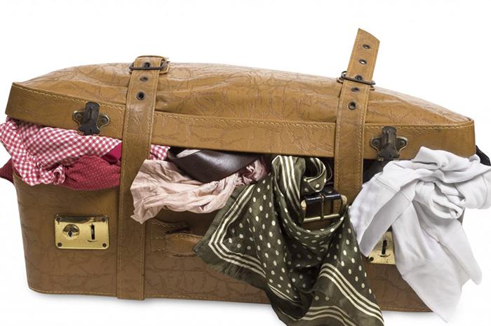 Чемодан в поездку - эффективная техника, чтобы найти ненужную одежду в вашем гардеробе.