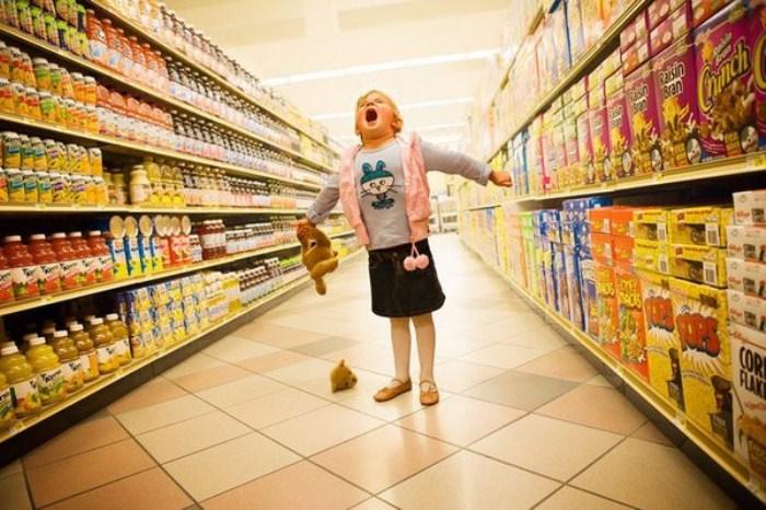 Дети - не лучшие спутники в супермаркете.
