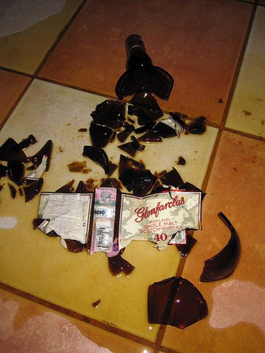 Что делать, если разбил бутылку вина в супермаркете.