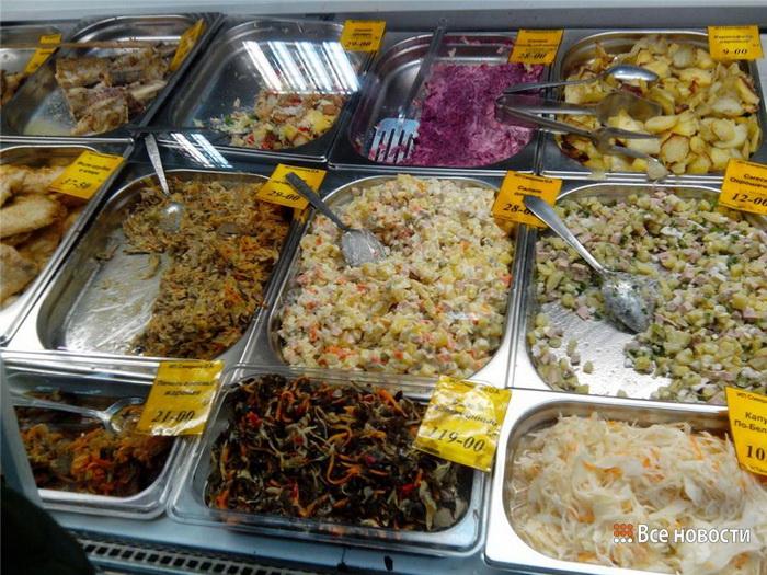 Не все салаты из отдела кулинарии одинаково полезны. |Фото: vsenovostint.ru
