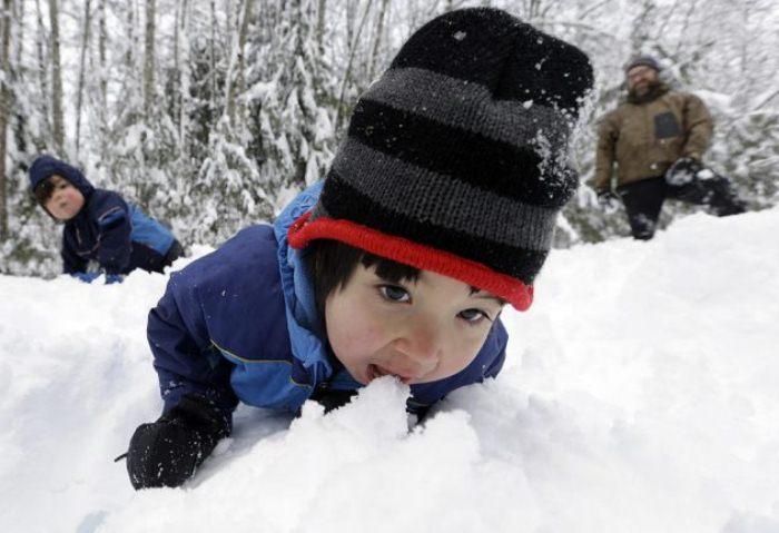 Снег нужно растопить, если нет других источников воды.