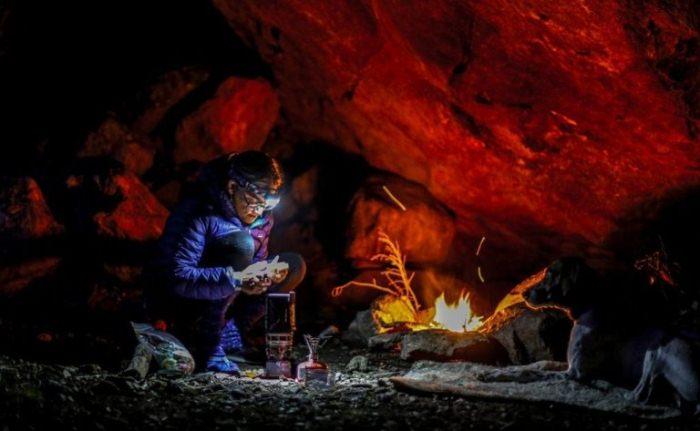 Костер в пещере разводить опасно.