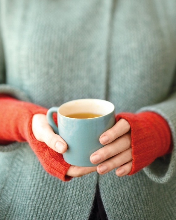 Теплые митенки из старого свитера.