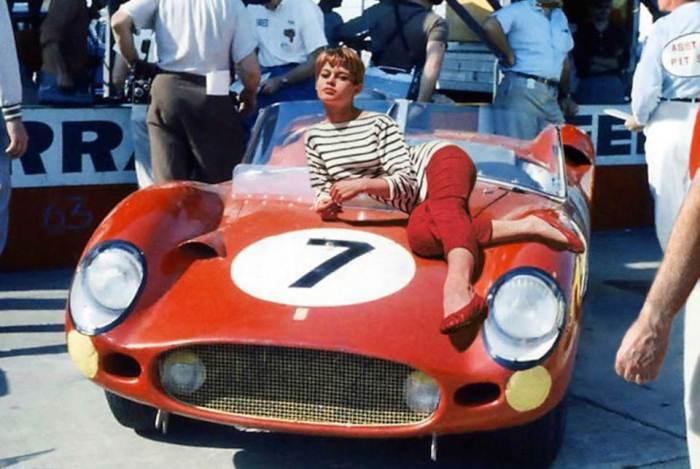 Бриджит Бардо на капоте Ferrari, 1960 г.