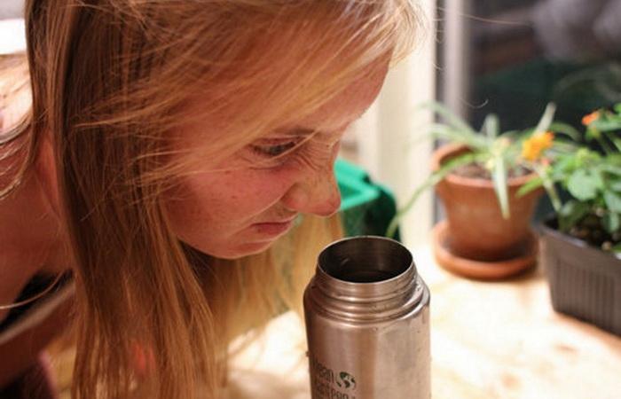 Как вымыть термос, если у него затхлый запах.
