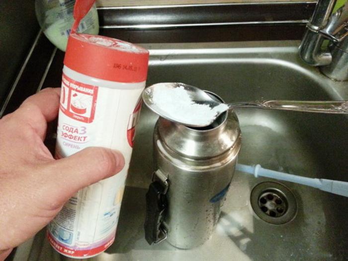 Пищевая сода дезинфицирует и удаляет неприятные запахи.
