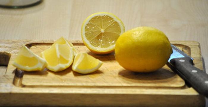 Лимонный сок и лимонная кислота вернут свежий запах.