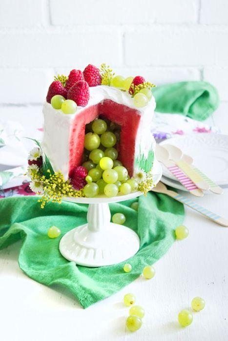 Вариант оформления: вырезать сердцевину арбуза и заполнить освободившееся место ягодами и фруктами.