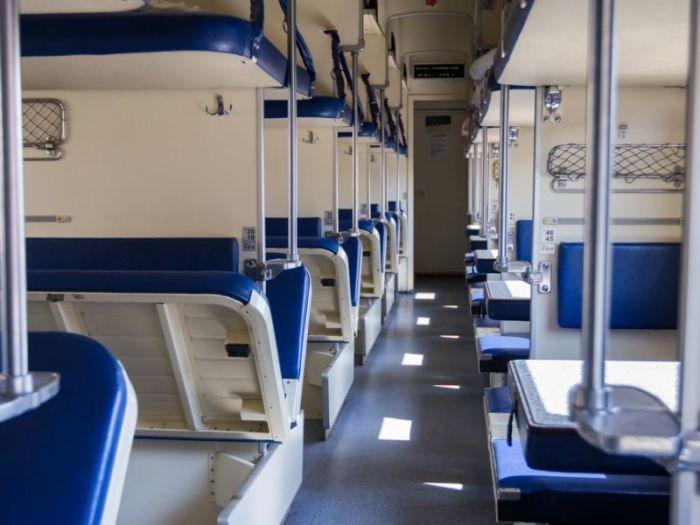 Привычные плацкартные вагоны заменят индивидуальными пространствами.