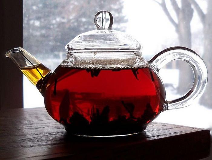 Крепкий черный чай вместо специальной краски.
