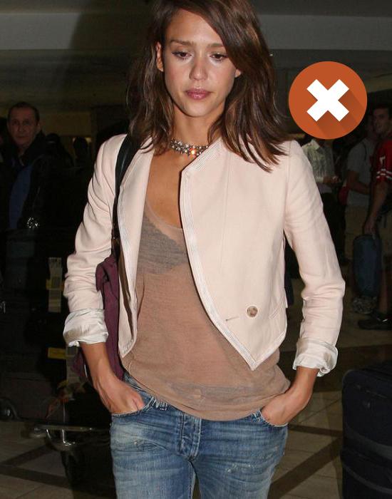Стилисты рекомендуют не надевать темное белье под светлые прозрачные блузки.