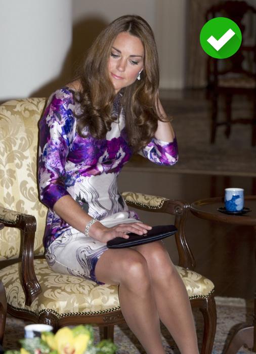 Кейт Миддлтон выбирает телесные колготки под светлые платья.