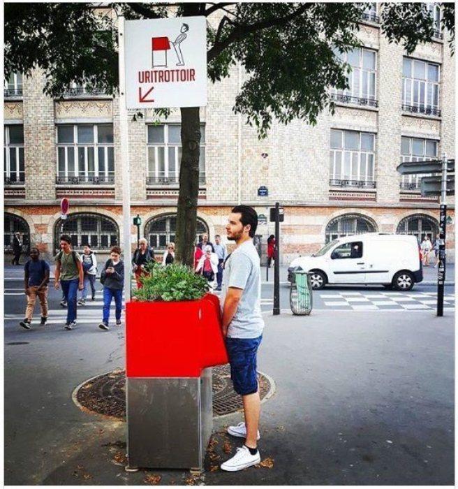 Современные писсуары в центре Франции.