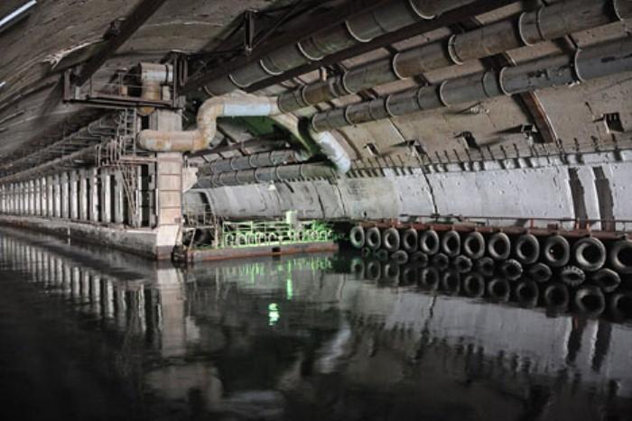 На базе подводных лодок одновременно могло находиться 7 субмарин.