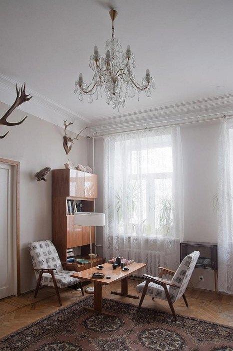 Советский интерьер сохранен в квартире архитекторов.