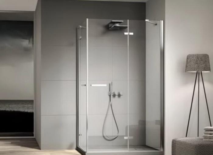 Современная квадратная кабина для ванной.