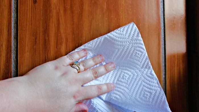 Если протереть полированную мебель уксусом, она потускнеет.