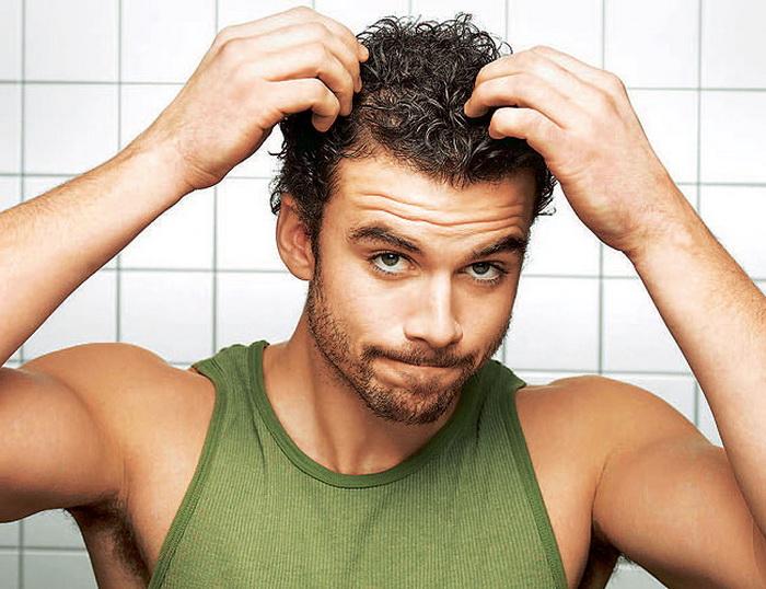 С проблемой жирных волос сталкиваются и мужчины, и женщины.