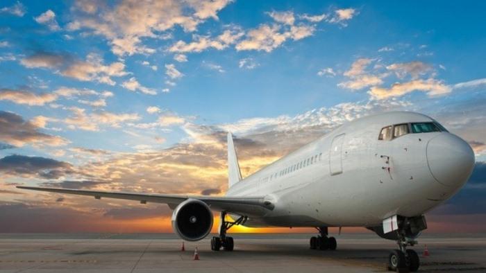 Белый или цветной самолет?