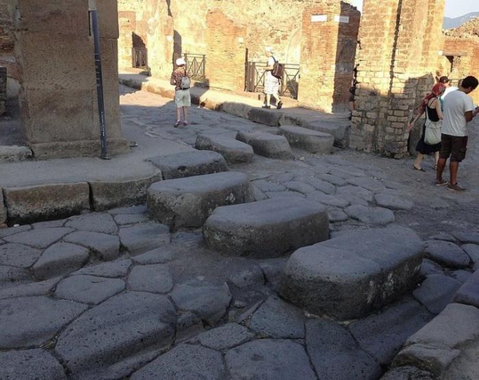 Каменная разметка в Древнем Риме.