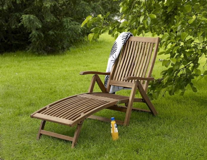 Есть лебеди или нет, а шезлонг обеспечит отличный отдых. /Фото: brasommarmobler.se