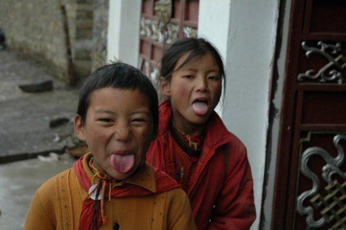 В Тибете никто не удивляется и не обижается на высунутый язык. /Фото: tengrinews.kz