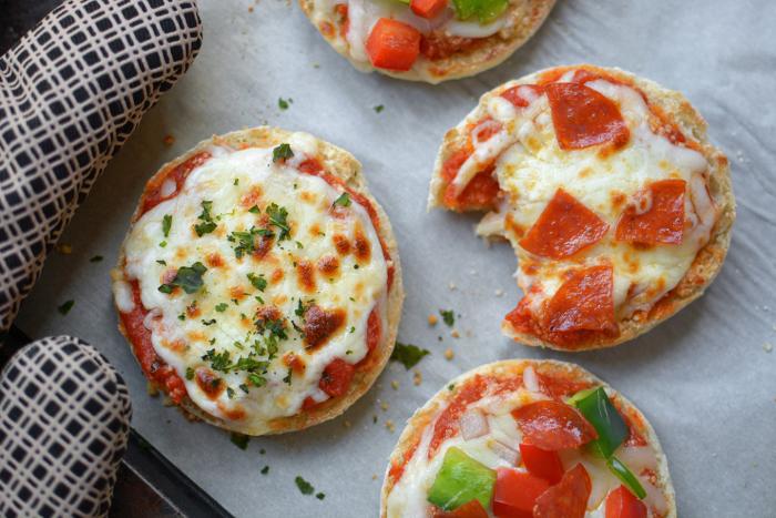 Остатки продуктов пойдут на начинку для быстрой пиццы. /Фото: simpleasthatblog.com