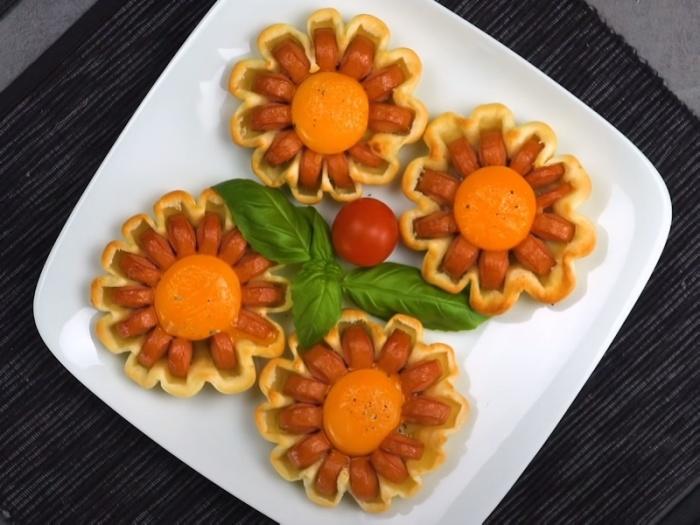 «Ромашка» из сосиски и яйца на завтрак зарядит позитивом с утра. /Фото: youtube.com/watch?v=SUK-o8uBwIQ