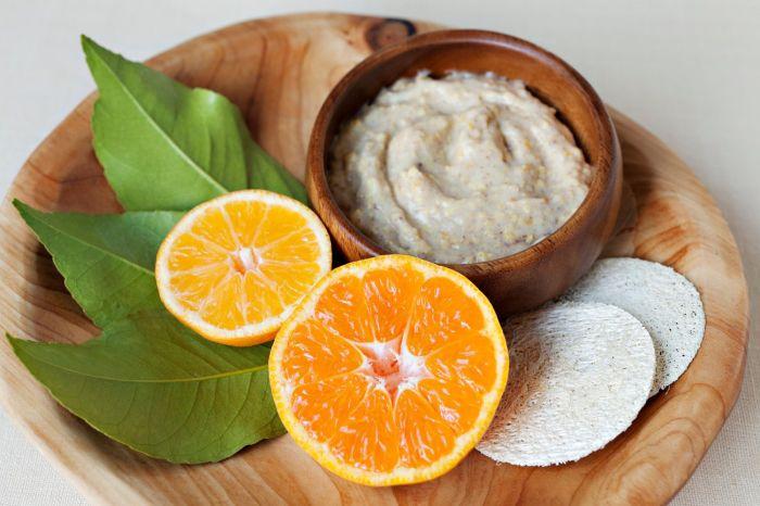 Из муки и апельсина можно приготовить скраб для кожи. /Фото: bsdien.com