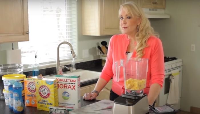 Набор средств, который понадобится для изготовления хозяйственного мыла дома. /Фото: youtube.com