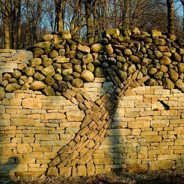 Дерево из камней выложить не сложно, а выглядит красиво. /Фото: scontent-yyz1-1.cdninstagram.com