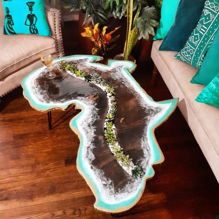 Нестандартная форма стола добавляет интерьеру оригинальности. /Фото: instagram.com