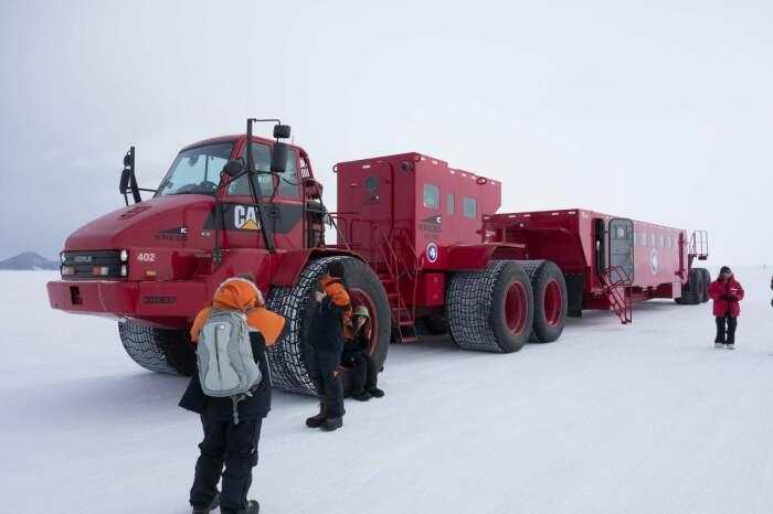 CAT Kress Antarctica в Антарктиде. /Фото: external-preview.redd.it