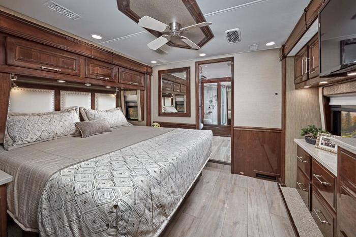 Интерьер спальни не уступает роскошному номеру отеля. /Фото: entegracoach.com