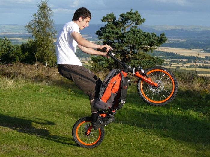 Компактный и необычный велосипед Bergmonch. /Фото: strathearnmbc.org.uk