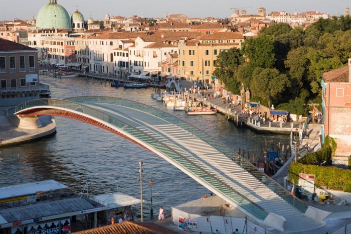 Строительство и содержание моста Конституции вылилось в колоссальные траты. /Фото: assets.archpaper.com