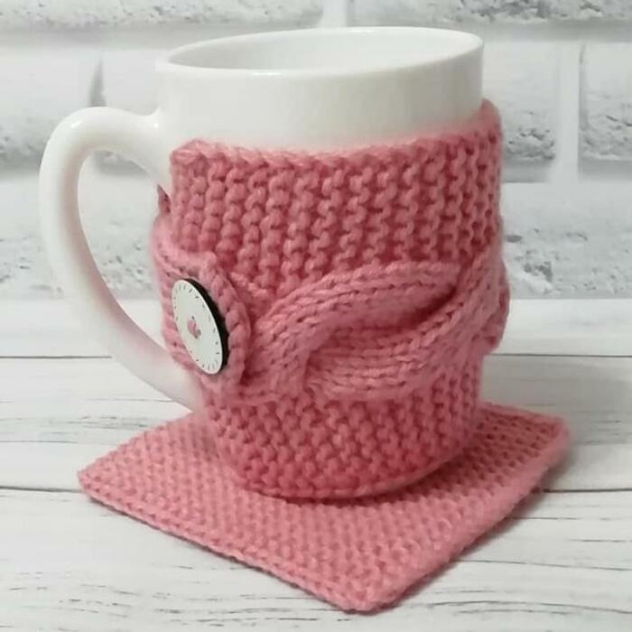 Чашка с чехлом дольше сохраняет температуру напитка. /Фото: i.etsystatic.com