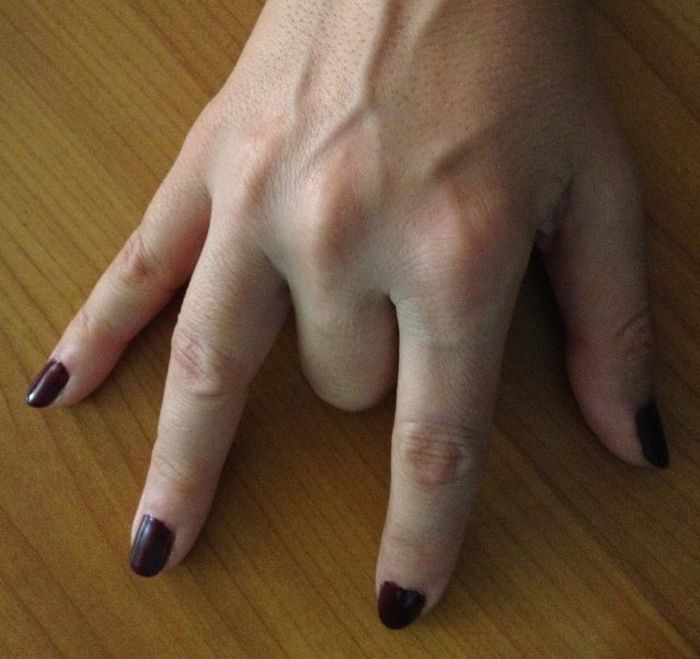 Трюк, который заставляет почувствовать, будто средний палец парализован. /Фото: ic.pics.livejournal.com
