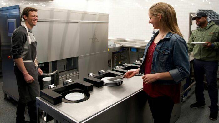Такой робот точно не помещает в кулинарных заведениях. /Фото: pbs.twimg.com
