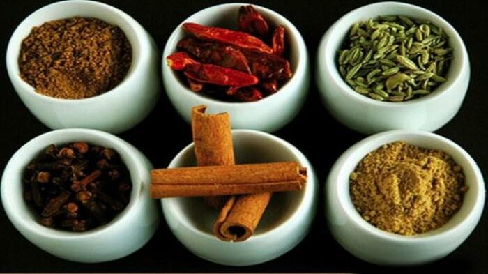 Несколько разноплановых приправ также могут создать удивительное сочетание вкуса. /Фото: i.ytimg.com